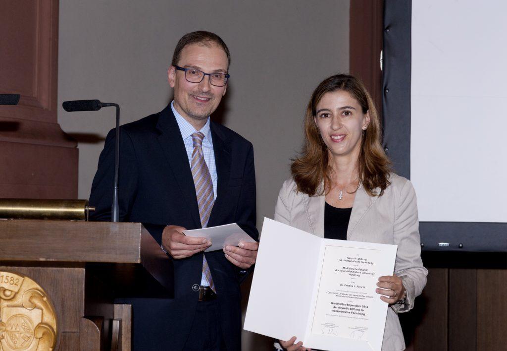 Übergabe des Graduiertenstipendiums 2015 an Dr. Cristina L. Ronchi (Foto: Angie Wolf)