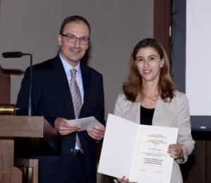 Übergabe des Graduiertenstipendiums 2015 an Dr. Christina L. Ronchi, Universität Würzburg